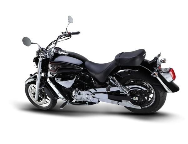 2010 Hyosung Aquila GV 700 ST7: custom económica