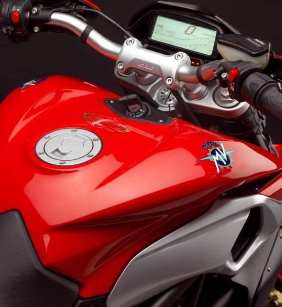 2013 MV Agusta Rivale 800: entre la streetfighter y la hypermotard