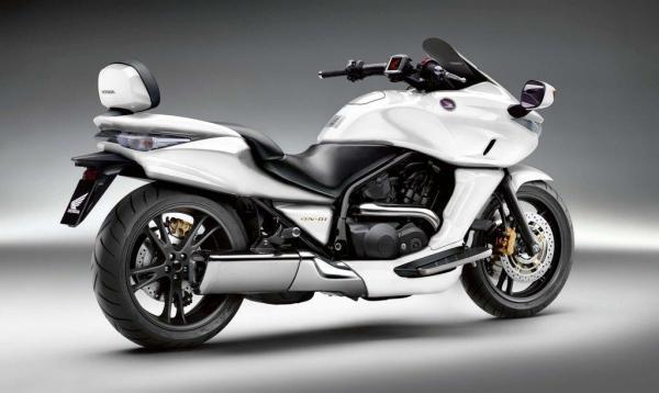 Honda DN-01: entre moto y escúter
